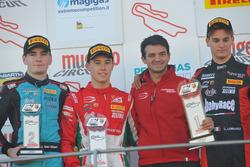 Podio Gara 2: il vincitore Marcus Armstrong, Prema Powerteam, il secondo classificato Job Van Uitert, Jenzer Motorsport, il terzo classificato Leonardo Lorandi, Bhaithech