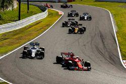 Sebastian Vettel, Ferrari SF70H, Felipe Massa, Williams FW40, Nico Hulkenberg, Renault Sport F1 Team