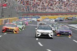Toyota Pace Car lidera a Denny Hamlin, Joe Gibbs Racing Toyota Matt Kenseth, Joe Gibbs Racing Toyota
