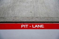 PIt lane logo