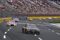Kasey Kahne, Hendrick Motorsports Chevrolet and Kyle Larson, Chip Ganassi Racing Chevrolet