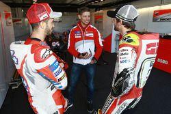 Andrea Dovizioso, Ducati Team, und Cal Crutchlow, Team LCR, Honda, im Gespräch mit Casey Stoner, Duc