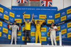 Podyum: 1. Gabriele Tarquini, LADA Sport Rosneft, Lada Vesta; 2. Tom Chilton, Sébastien Loeb Racing,