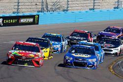 Chase Elliott, Hendrick Motorsports, Chevrolet; Kyle Busch, Joe Gibbs Racing, Toyota