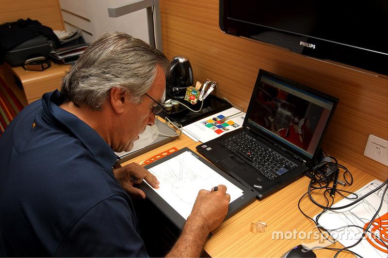 Giorgio Piola au travail