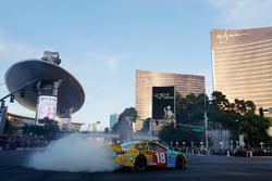 Kyle Busch, Joe Gibbs Racing Toyota in the streets of Las Vegas