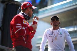 Lewis Hamilton, Mercedes AMG F1; Sebastian Vettel, Ferrari