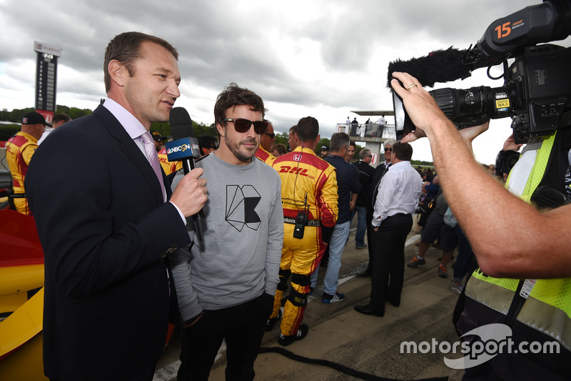 Townsend Bell, Fernando Alonso on the grid