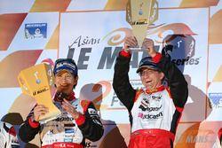 Podio: i vincitori Shinji Nakano, Nicolas Leutwiler, Race Performance