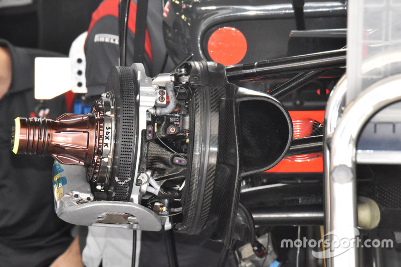 Detalle disco de freno delantero del Haas F1 Team VF-17