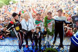 Podium: racewinnaar Norbert Michelisz, Honda Racing Team JAS, tweede plaats Thed Björk, Polestar Cyan Racing, Volvo S60 Polestar TC1, derde plaats Tiago Monteiro, Honda Racing Team JAS, Honda Civic WTCC