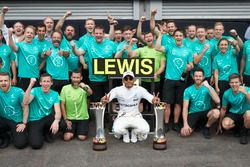 Race winner Lewis Hamilton, Mercedes AMG F1, celebrates victory with his team