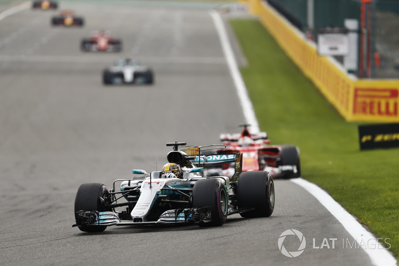 VOLTAS LIDERADAS: Caso mantenha a média de 2017 (25 voltas lideradas por corrida), Hamilton igualaria o recorde de Schumacher em 70 provas.