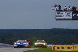 #66 Chip Ganassi Racing Ford GT: Dirk Müller, Joey Hand takes the class win