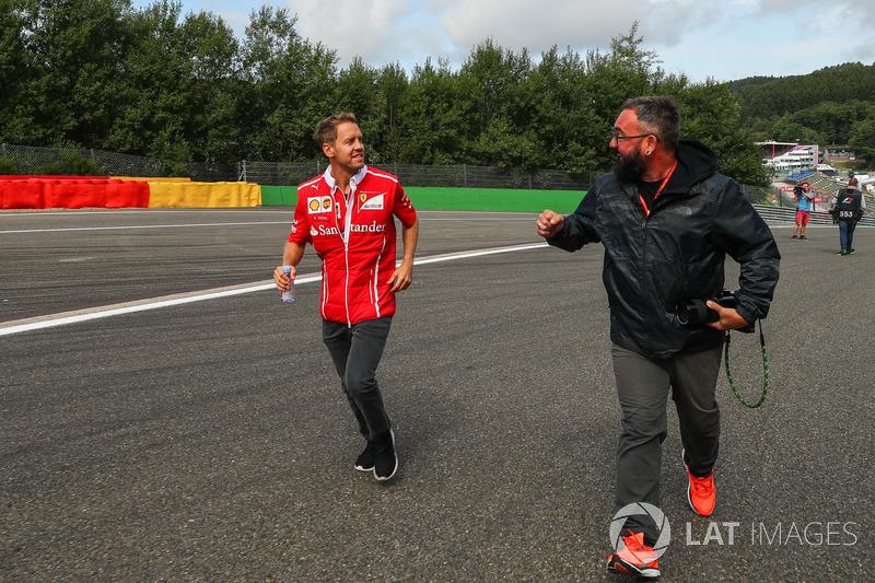 Sebastian Vettel, Ferrari cammina lungo il circuito
