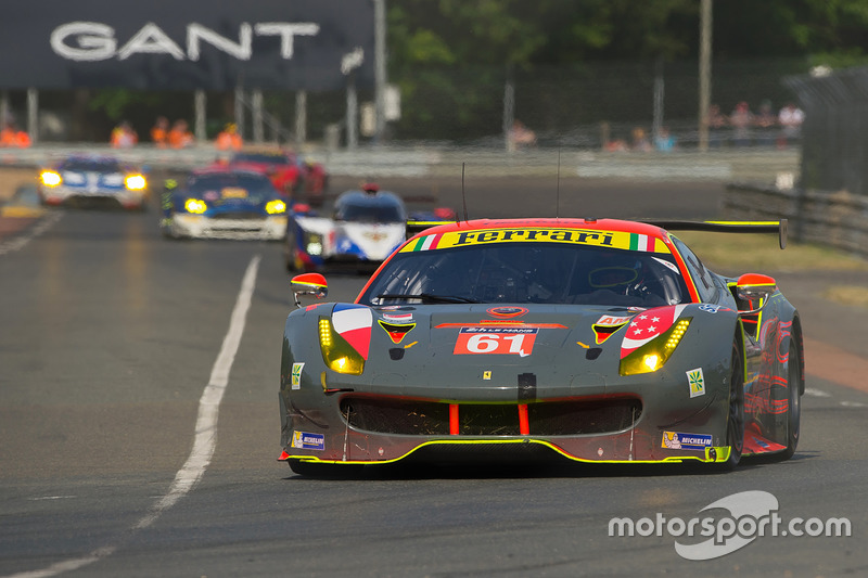55°: #61 Clearwater Racing Ferrari 488 GTE: Mok Weng Sun, Matt Griffin, Keita Sawa