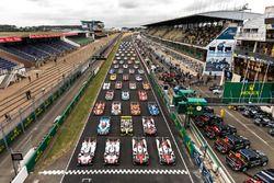 صورة جماعيّة للسيارات المشاركة في 2017