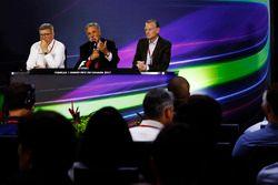 Ross Brawn, directeur de la compétition de la FOM, Chase Carey, directeur exécutif du Formula One groupe et Sean Bratches, directeur des opérations commerciales du Formula One Group