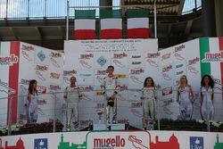 Podio Gara 1: il vincitore Giacomo Altoè, Seat Motor Sport Italia; il secondo classificato Matteo Zucchi, Seat Motor Sport Italia; la terza classificata Alessandra Brena, Seat Motor Sport Italia