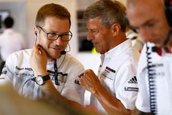 Руководитель Porsche Team Андреас Зайдль и вице-президент LMP1 Porsche Team Фриц Энцингер