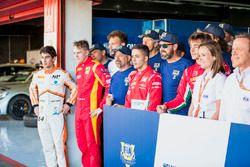 Gustav Malja, Racing Engineering, Antonio Fuoco, PREMA Powerteam avec les bénévoles de la FIA