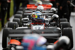 Le casque de Harrison Newey, Van Amersfoort Racing Dallara F317 - Mercedes-Benz