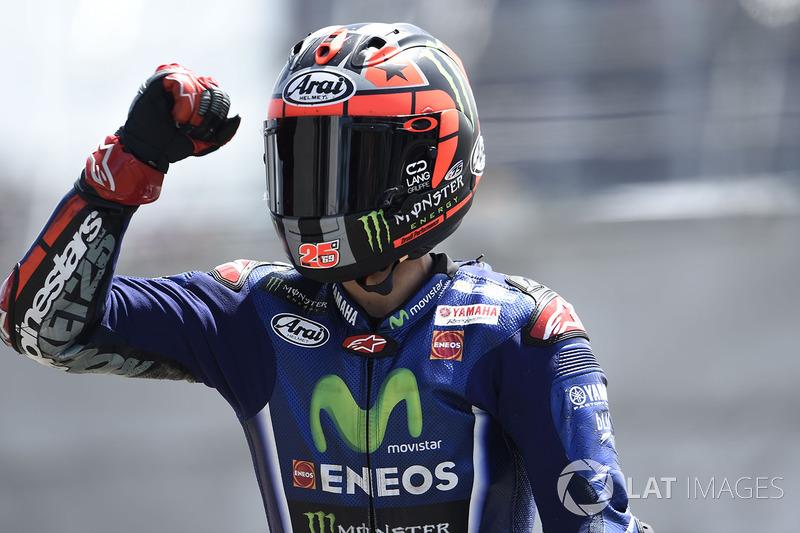 Rossi ainda tentou ir atrás de Maverick Viñales, mas acabou caindo a três curvas do fim e viu sua liderança de dois pontos no campeonato se transformar em terceiro lugar, 23 pontos atrás de Viñales.