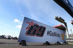 Go Nicky' Hayden sign on starting grid