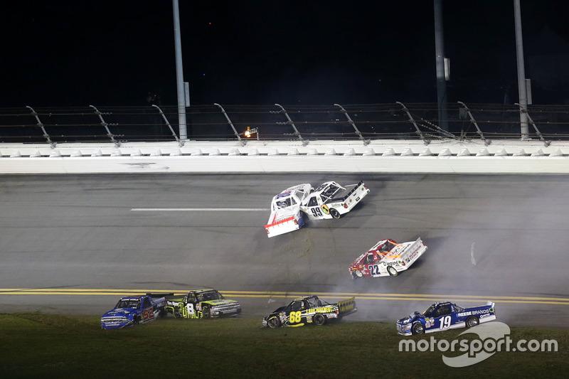 Incidente: Austin Cindric, Brad Keselowski Racing Ford; Clay Greenfield, Chevrolet; John Hunter Neme
