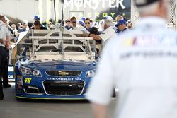 El coche de Jimmie Johnson, Hendrick Motorsports Chevrolet en la inspección de técnica