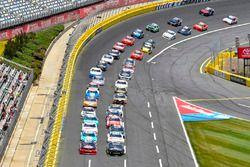 Justin Allgaier, JR Motorsports Chevrolet y Austin Dillon, Richard Childress Racing Chevrolet