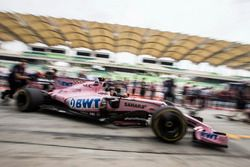 Sahara Force India mechanics make a practice pitstop in the Sahara Force India VJM10