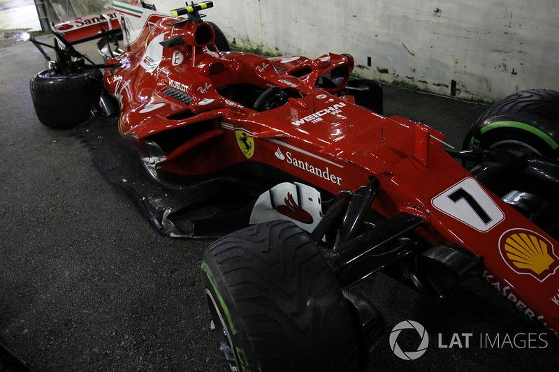 La monoposto incidentata di Kimi Raikkonen, Ferrari SF70H dopo l'incidente alla partenza