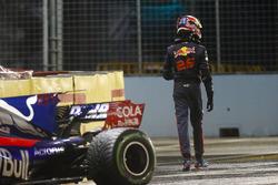 Daniil Kvyat walks away from his Scuderia Toro Rosso STR12