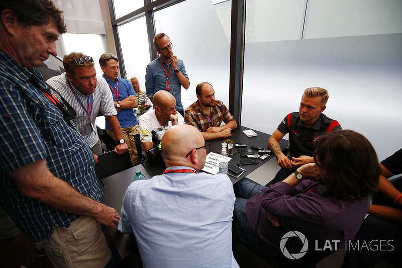 Kevin Magnussen, Haas F1 Team, including Andrew Benson, Ben Edwards and Adam Cooper