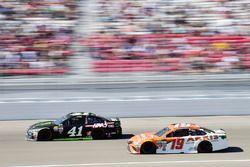 Kurt Busch, Stewart-Haas Racing Ford, Daniel Suarez, Joe Gibbs Racing Toyota