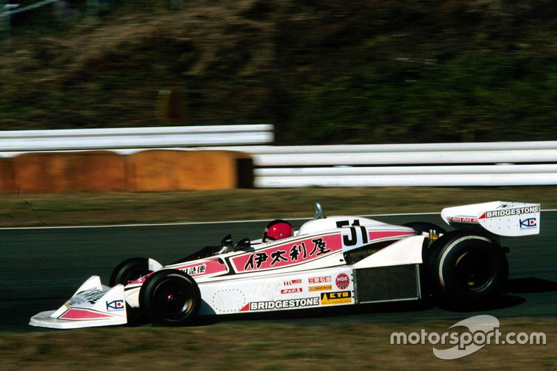 In der Formel 1 fuhren Noritake Takahara in Fuji 1977, ...