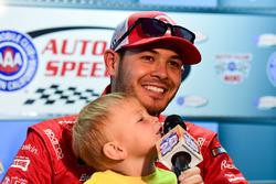 Kyle Larson, Chip Ganassi Racing, mit Sohn Owen