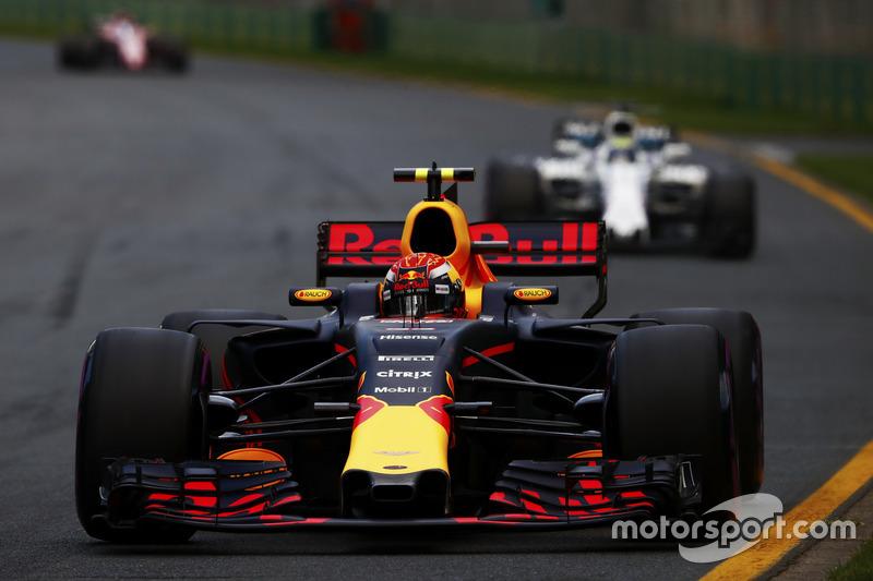 Max Verstappen, Red Bull Racing, RB13; Felipe Massa, Williams, FW40