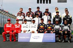Foto de grupo de pilotos 2017: Valtteri Bottas, Mercedes AMG, Lewis Hamilton, Mercedes AMG, Daniel R