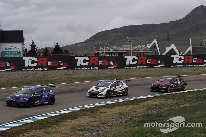 Gianni Morbidelli, West Coast Racing, Volkswagen Golf GTi TCR; Roberto Colciago, M1RA, Honda Civic TCR; Ferenc Ficza, Zele Racing, SEAT León TCR