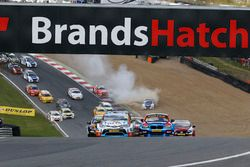 Start - Tom Ingram, Speedworks Motorsport Toyota Avensis leads