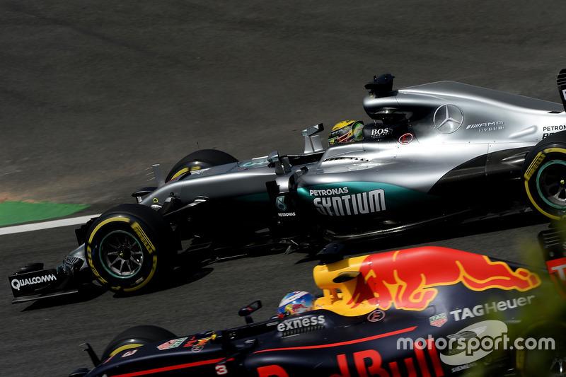 Lewis Hamilton, Mercedes AMG F1 W07 Hybrid, Daniel Ricciardo, Red Bull Racing RB12