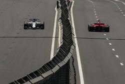 Lance Stroll, Williams FW40 e Sebastian Vettel, Ferrari SF70H