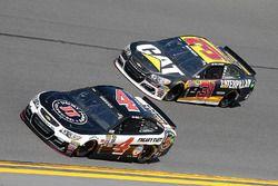 Kevin Harvick, Stewart-Haas Racing Chevrolet, et Ryan Newman, Richard Childress Racing Chevrolet