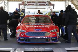 Ricky Stenhouse Jr., Roush Fenway Racing Ford, bei der technischen Abnahme