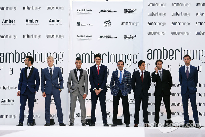 Daniel Ricciardo, Red Bull Racing; Marcus Ericsson, Sauber F1 Team; Pascal Wehrlein, Manor Racing; Esteban Ocon, Renault Sport F1 Team Piloto de pruebas; Marc Gene, Ferrari Piloto de pruebas; Rio Haryanto, Manor Racing; Felipe Nasr, Sauber F1 Team; y Jolyo