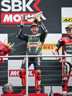 Tom Sykes, Kawasaki Racing Team, sur le podium