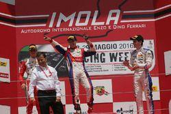 1. Yarış podyum: 1. Marcos Siebert, Jenzer Motorsport, 2. Mick Schumacher, Prema Power Team, 3. Job