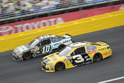 Danica Patrick, Stewart-Haas Racing Chevrolet, Aric Almirola, Richard Petty Motorsports Ford
